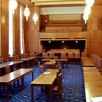 Raadzaal in het stadhuis van G. Friedhoff te Enschede (1931-1933), voor de renovatie, 2006.